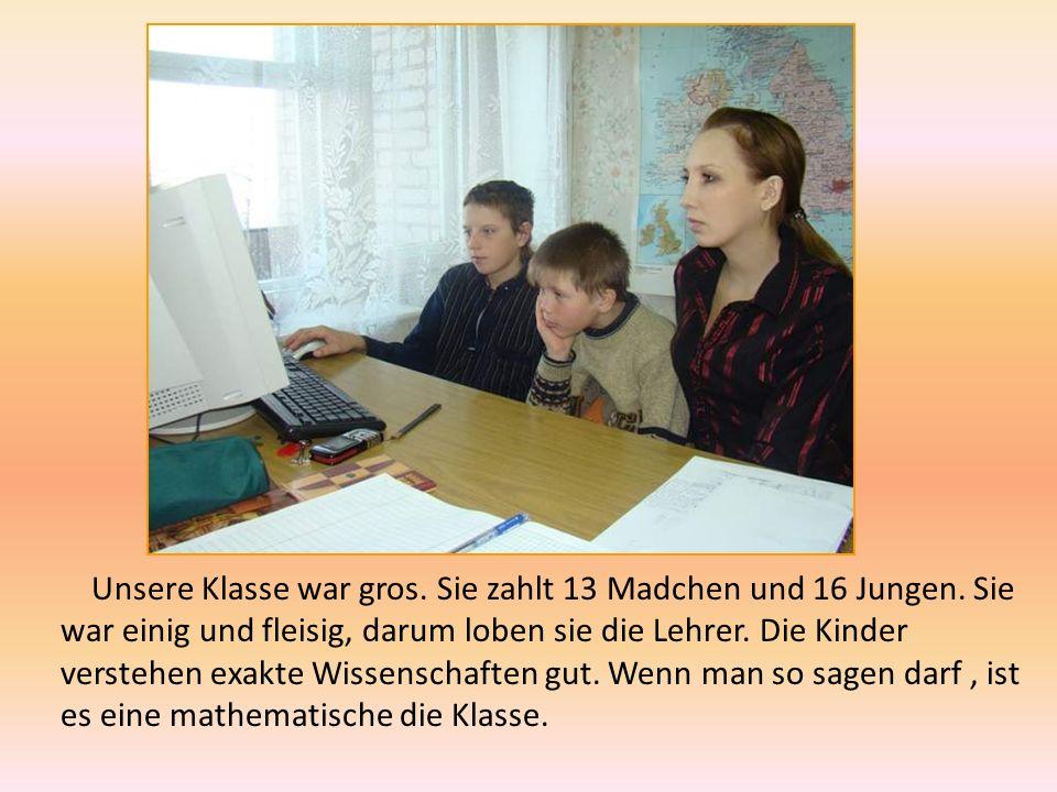 In dem Unterricht In der Schule arbeiten viele gute, fleisige, freundliche Lehrer.