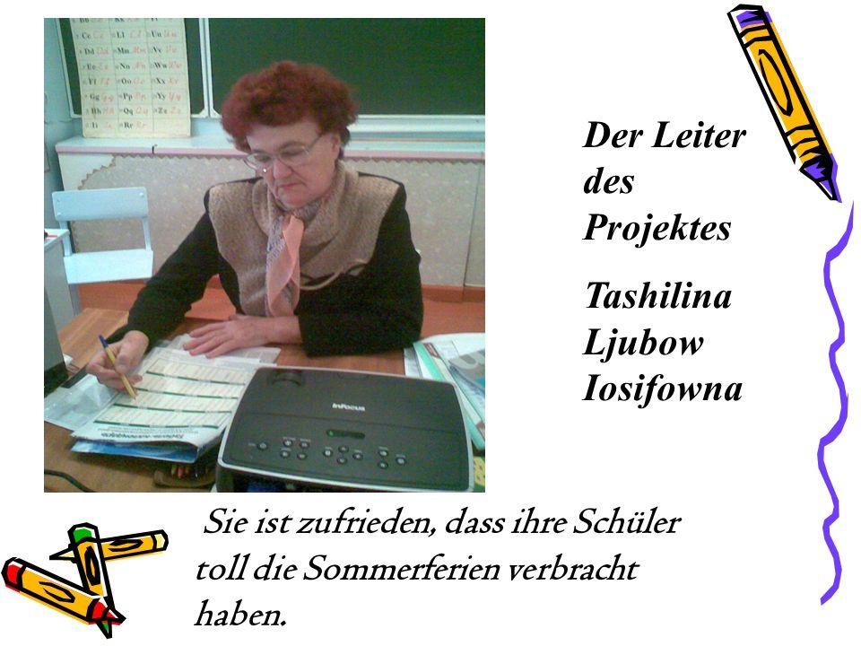Der Leiter des Projektes Tashilina Ljubow Iosifowna Sie ist zufrieden, dass ihre Schüler toll die Sommerferien verbracht haben.
