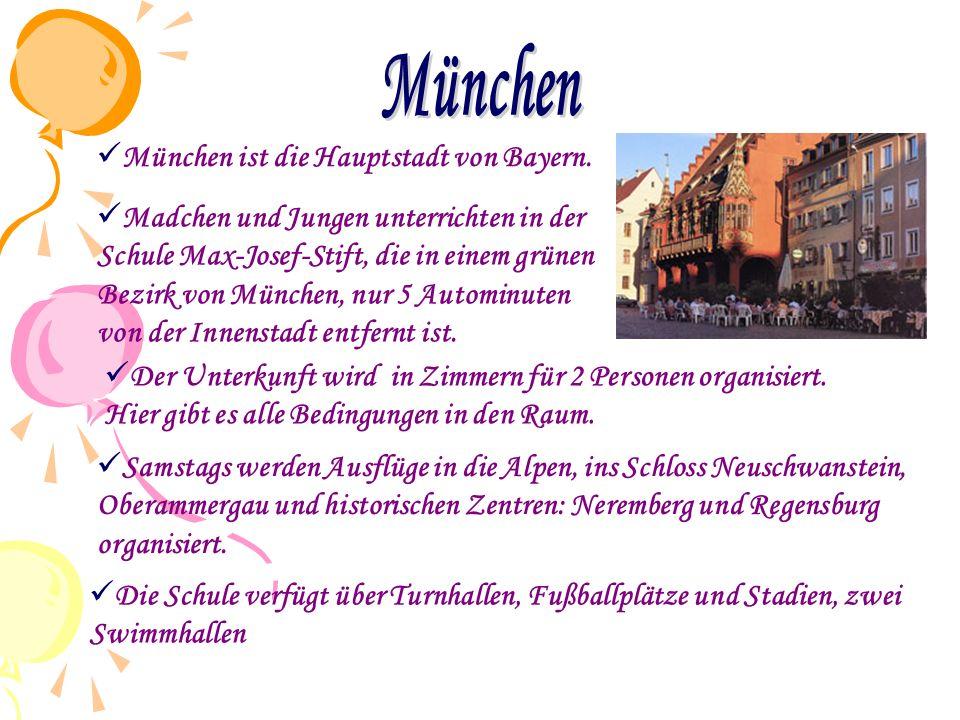  Madchen und Jungen unterrichten in der Schule Max-Josef-Stift, die in einem grünen Bezirk von München, nur 5 Autominuten von der Innenstadt entfernt