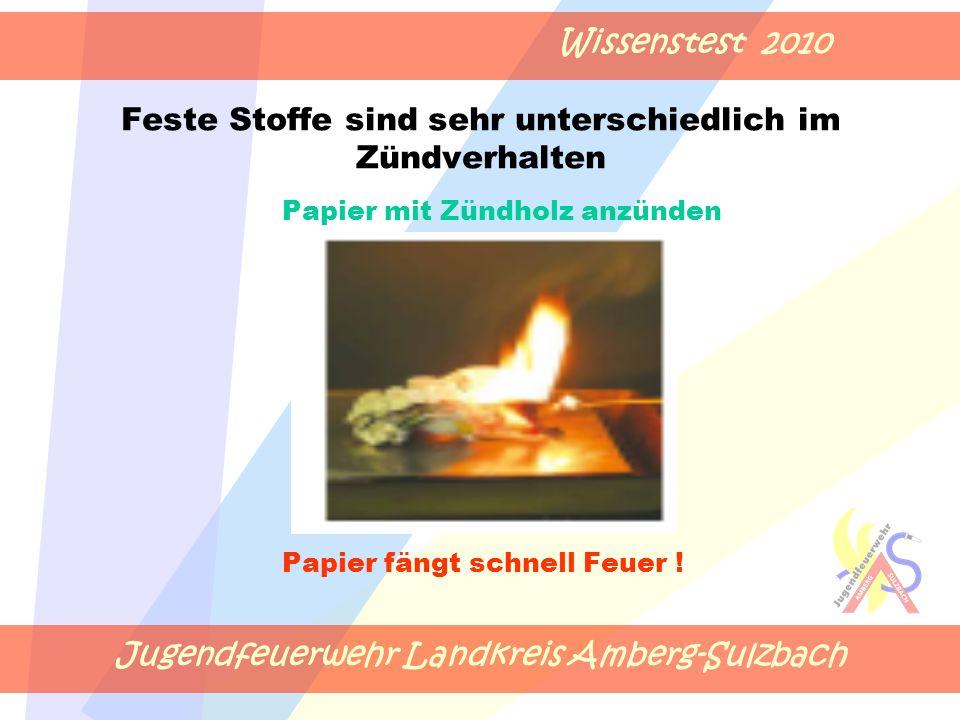 Jugendfeuerwehr Landkreis Amberg-Sulzbach Wissenstest 2010 Feste Stoffe sind sehr unterschiedlich im Zündverhalten Papier mit Zündholz anzünden Papier fängt schnell Feuer !