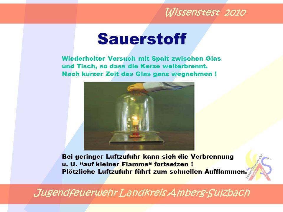 Jugendfeuerwehr Landkreis Amberg-Sulzbach Wissenstest 2010 Wiederholter Versuch mit Spalt zwischen Glas und Tisch, so dass die Kerze weiterbrennt.