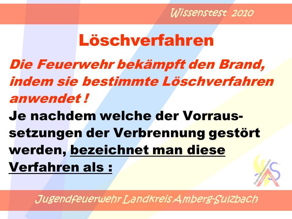 Jugendfeuerwehr Landkreis Amberg-Sulzbach Wissenstest 2010 Die Feuerwehr bekämpft den Brand, indem sie bestimmte Löschverfahren anwendet .