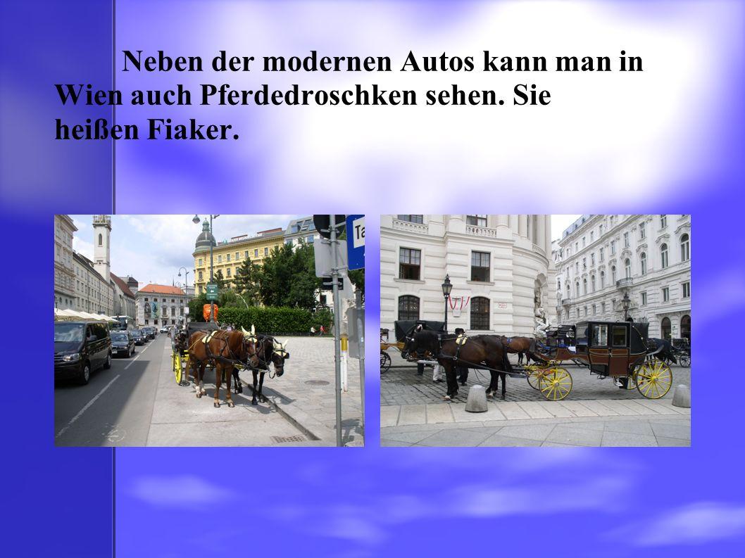 Neben der modernen Autos kann man in Wien auch Pferdedroschken sehen. Sie heißen Fiaker.