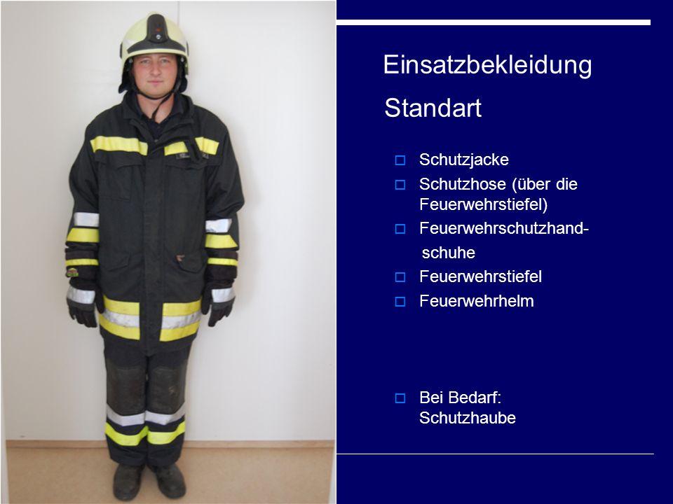 Einsatzbekleidung Standart  Schutzjacke  Schutzhose (über die Feuerwehrstiefel)  Feuerwehrschutzhand- schuhe  Feuerwehrstiefel  Feuerwehrhelm  Bei Bedarf: Schutzhaube