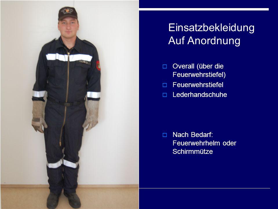 Einsatzbekleidung Auf Anordnung  Overall (über die Feuerwehrstiefel)  Feuerwehrstiefel  Lederhandschuhe  Nach Bedarf: Feuerwehrhelm oder Schirmmütze