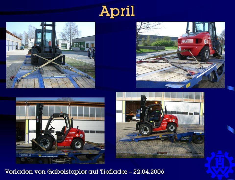 April Verladen von Gabelstapler auf Tieflader – 22.04.2006