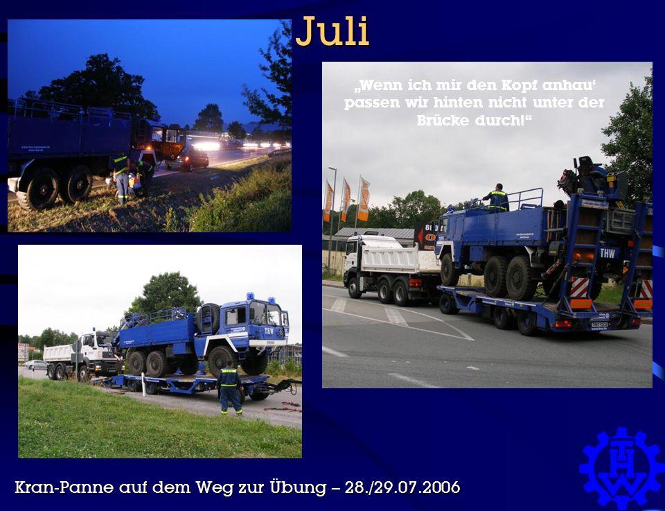 """Juli Kran-Panne auf dem Weg zur Übung – 28./29.07.2006 """"Wenn ich mir den Kopf anhau' passen wir hinten nicht unter der Brücke durch!"""