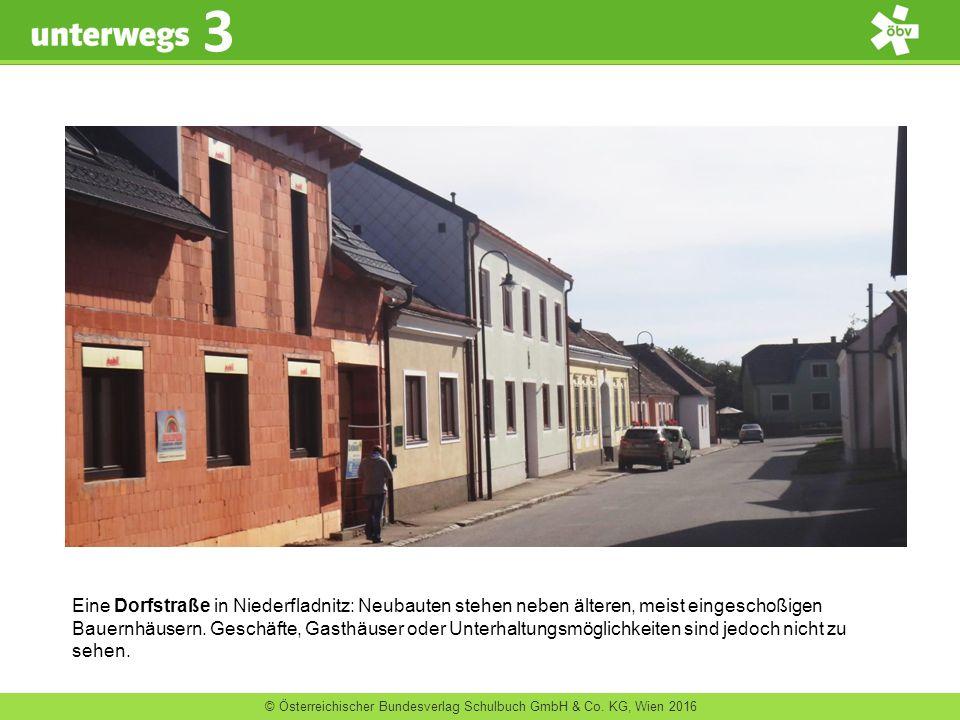 © Österreichischer Bundesverlag Schulbuch GmbH & Co. KG, Wien 2016 3 Eine Dorfstraße in Niederfladnitz: Neubauten stehen neben älteren, meist eingesch