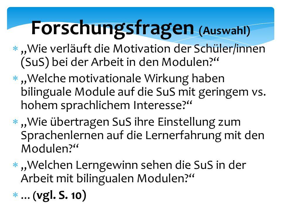 """Forschungsfragen (Auswahl)  """"Wie verläuft die Motivation der Schüler/innen (SuS) bei der Arbeit in den Modulen  """"Welche motivationale Wirkung haben bilinguale Module auf die SuS mit geringem vs."""