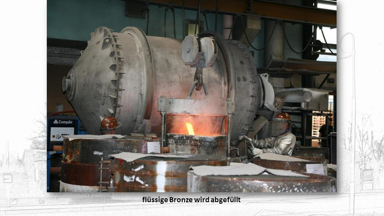 Das flüssige Kupfer wird noch einmal umgerührt und anschl. Zinn hinzugefügt (Bronze: ca. 80% Kupfer, 20% Zinn)