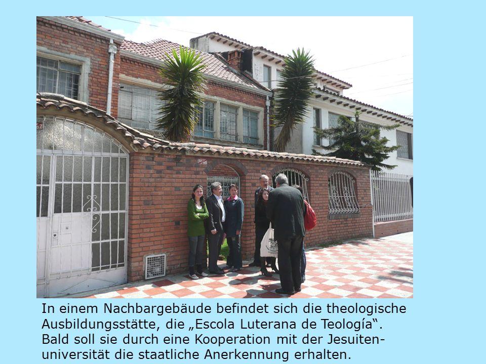 """In einem Nachbargebäude befindet sich die theologische Ausbildungsstätte, die """"Escola Luterana de Teología ."""