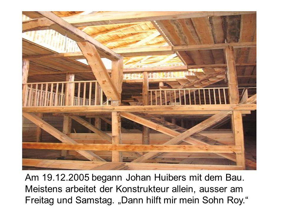 """Am 19.12.2005 begann Johan Huibers mit dem Bau. Meistens arbeitet der Konstrukteur allein, ausser am Freitag und Samstag. """"Dann hilft mir mein Sohn Ro"""