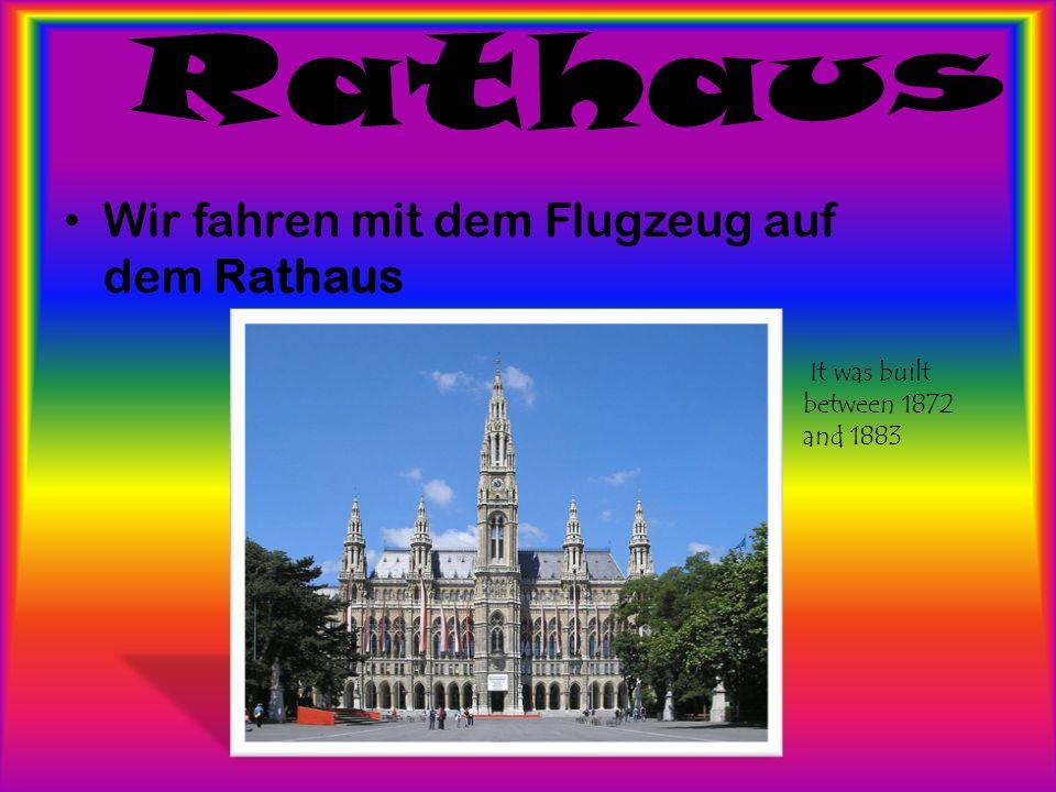 Wir fahren mit dem Flugzeug auf dem Rathaus It was built between 1872 and 1883