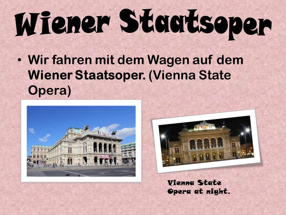 Wir fahren mit dem Wagen auf dem Wiener Staatsoper.
