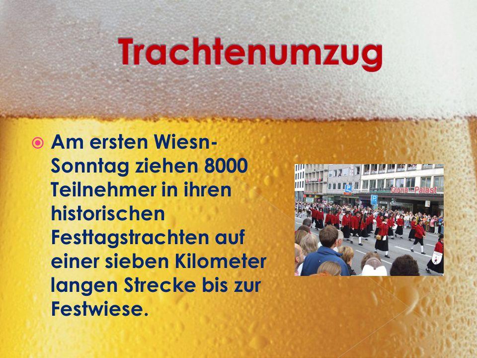  Am ersten Wiesn- Sonntag ziehen 8000 Teilnehmer in ihren historischen Festtagstrachten auf einer sieben Kilometer langen Strecke bis zur Festwiese.