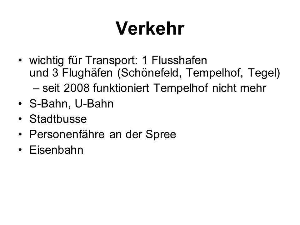 Verkehr wichtig für Transport: 1 Flusshafen und 3 Flughäfen (Schönefeld, Tempelhof, Tegel) –seit 2008 funktioniert Tempelhof nicht mehr S-Bahn, U-Bahn Stadtbusse Personenfähre an der Spree Eisenbahn