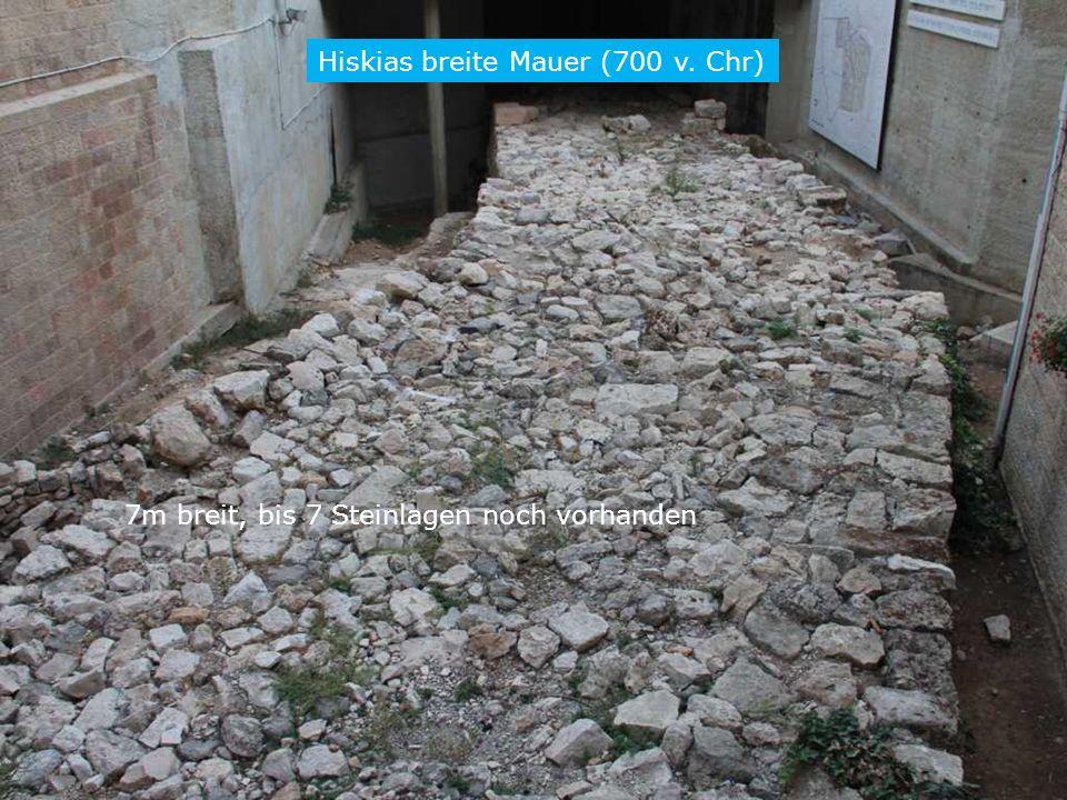 Hiskias breite Mauer (700 v. Chr) 7m breit, bis 7 Steinlagen noch vorhanden RL