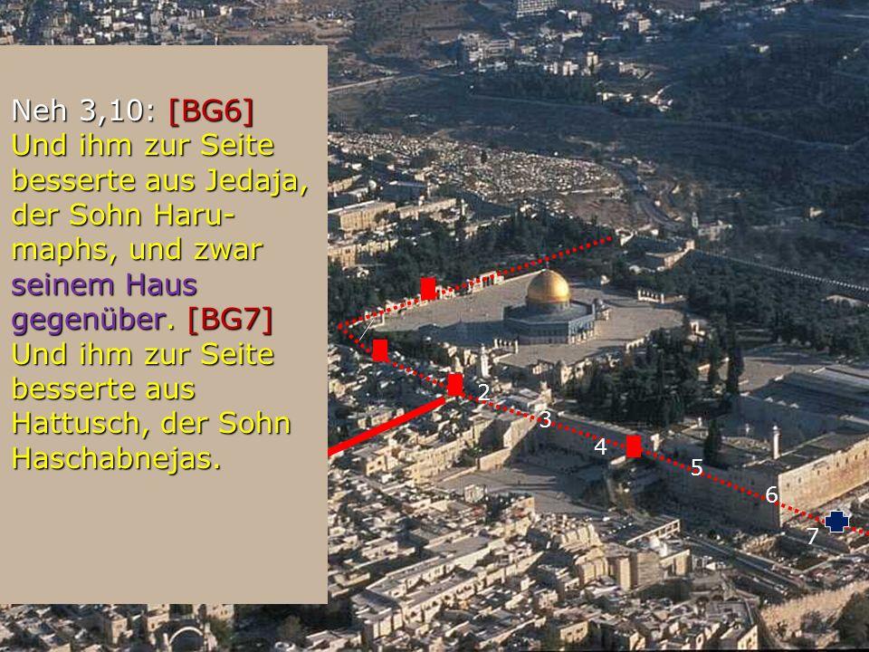 2 Neh 3,10: [BG6] Und ihm zur Seite besserte aus Jedaja, der Sohn Haru- maphs, und zwar seinem Haus gegenüber. [BG7] Und ihm zur Seite besserte aus Ha