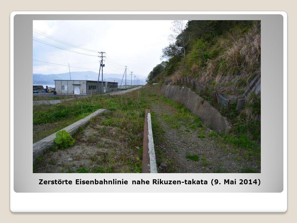 Zerstörte Eisenbahnlinie nahe Rikuzen-takata (9. Mai 2014)