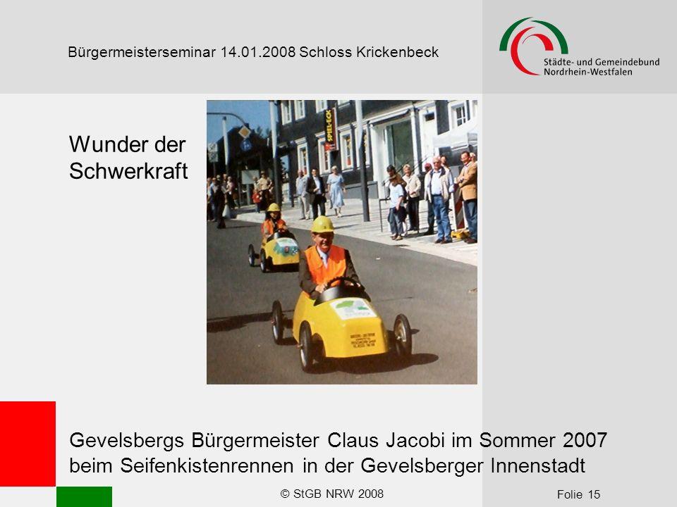 © StGB NRW 2008 Folie 15 Bürgermeisterseminar 14.01.2008 Schloss Krickenbeck Wunder der Schwerkraft Gevelsbergs Bürgermeister Claus Jacobi im Sommer 2007 beim Seifenkistenrennen in der Gevelsberger Innenstadt