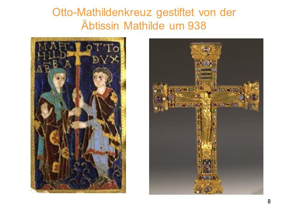 """9 Der siebenarmige Bronzeleuchter Inschrift: """"Die Äbtissin Mathilde ließ mich anfertigen und weihte mich Christus. Um das Jahr 1000 Nach dem Urbild des alttestamenta- rischen Leuchters."""