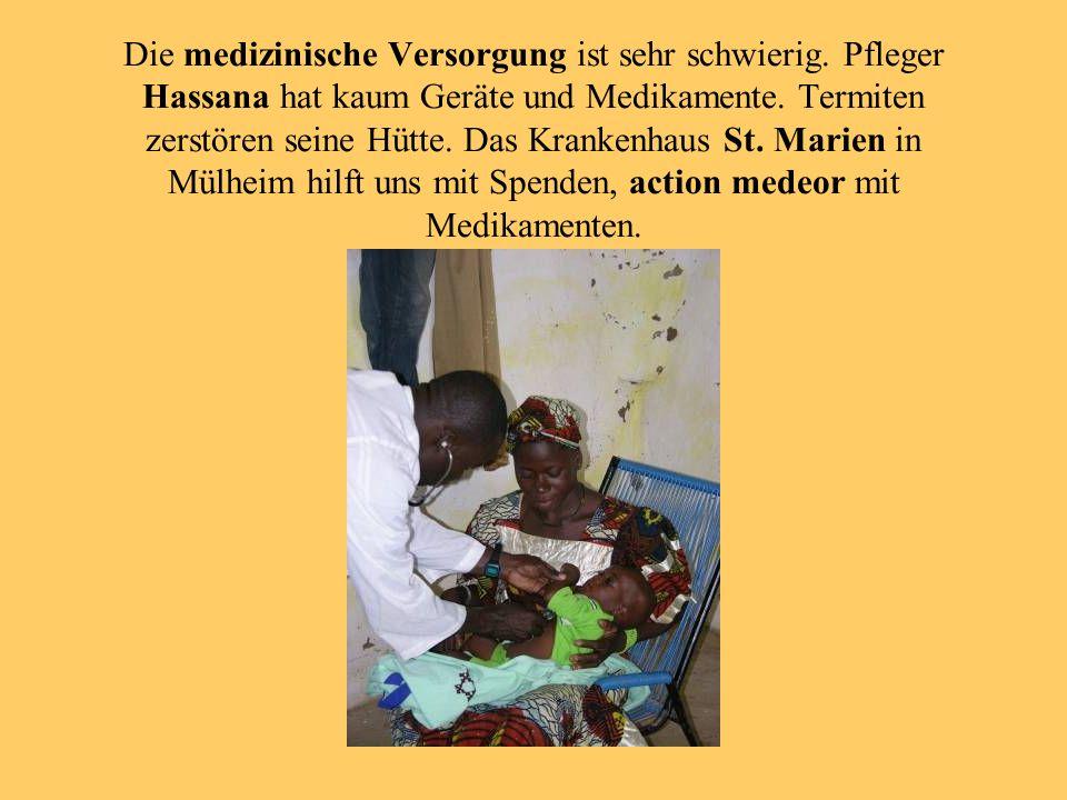 Die medizinische Versorgung ist sehr schwierig. Pfleger Hassana hat kaum Geräte und Medikamente.