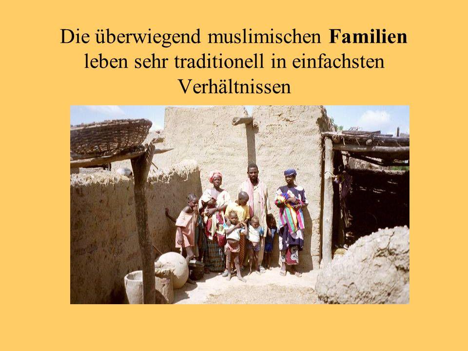 Die überwiegend muslimischen Familien leben sehr traditionell in einfachsten Verhältnissen