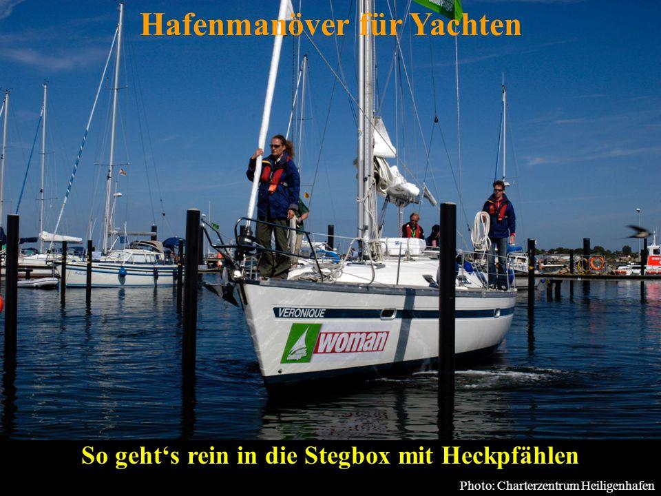 Bertram Birk 2005 23 Pier mit Heckpfählen, 2-Personen-Crew Wind Danach Luv-Achterleine etwas verkürzen und durch eindampfen in diese den Bug nach Luv drehen und zur Pier schieben.