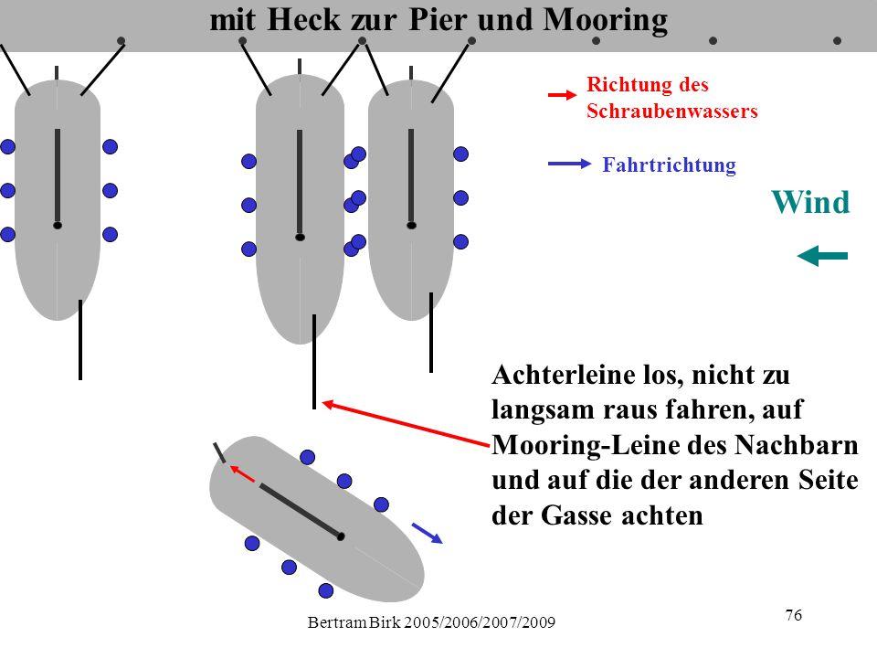 Bertram Birk 2005/2006/2007/2009 76 mit Heck zur Pier und Mooring Fahrtrichtung Richtung des Schraubenwassers Wind Achterleine los, nicht zu langsam raus fahren, auf Mooring-Leine des Nachbarn und auf die der anderen Seite der Gasse achten
