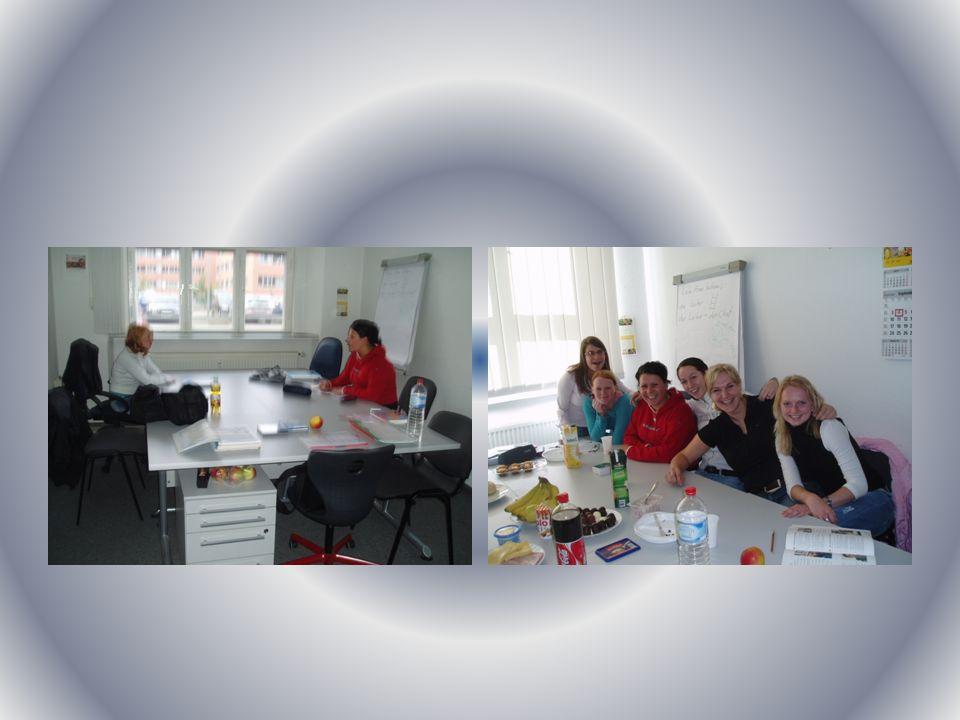 Die Euroschule Halle - Studium erste Monat – deutsche Sprache weitere zwei Monate - Studium mit den deutschen Studenten (Marketing, Internationaler Wirschaftsverkehr und Englisch) Unsere Lehrer sind sehr nett und hilfsbereit gewesen.