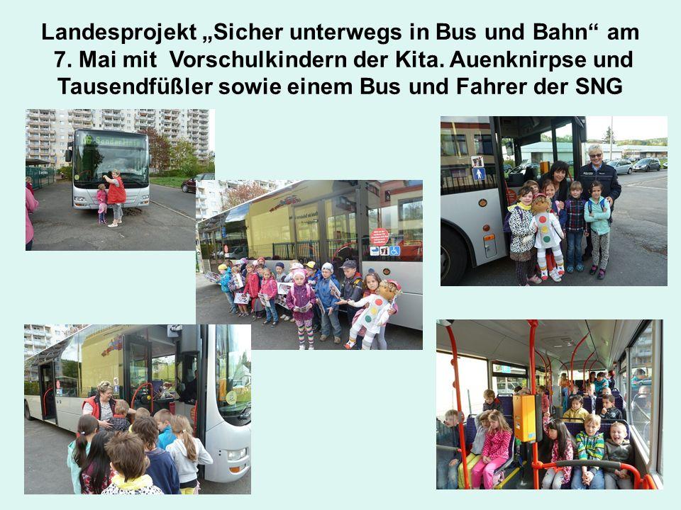 """Landesprojekt """"Sicher unterwegs in Bus und Bahn"""" am 7. Mai mit Vorschulkindern der Kita. Auenknirpse und Tausendfüßler sowie einem Bus und Fahrer der"""