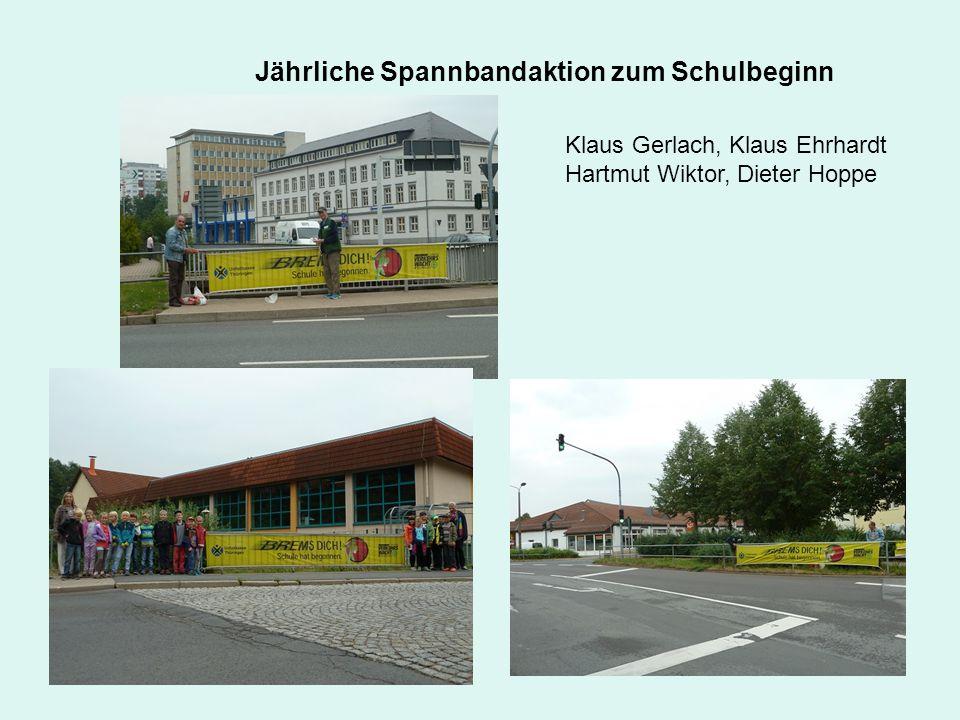 Jährliche Spannbandaktion zum Schulbeginn Klaus Gerlach, Klaus Ehrhardt Hartmut Wiktor, Dieter Hoppe