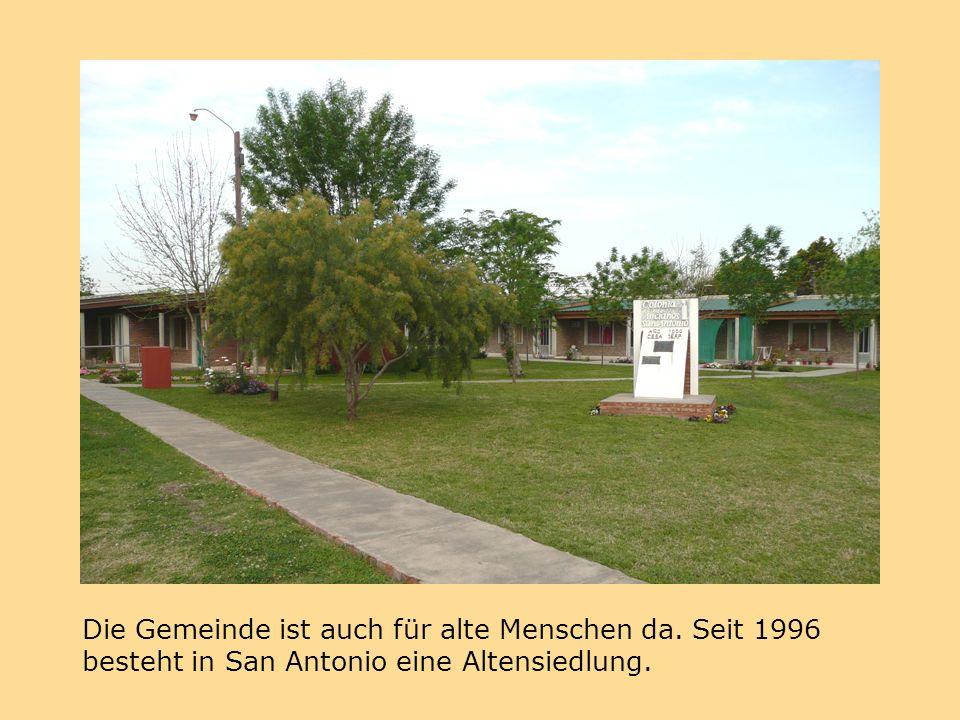 Die Gemeinde ist auch für alte Menschen da. Seit 1996 besteht in San Antonio eine Altensiedlung.