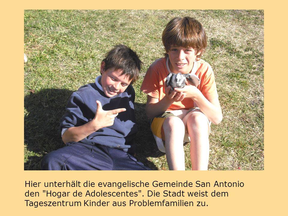 Hier unterhält die evangelische Gemeinde San Antonio den Hogar de Adolescentes .