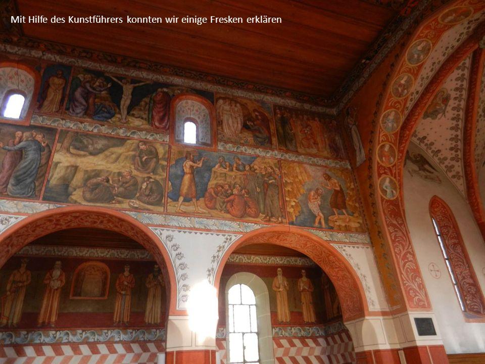 Mit Hilfe des Kunstführers konnten wir einige Fresken erklären