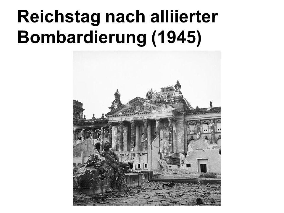 Reichstag nach alliierter Bombardierung (1945)