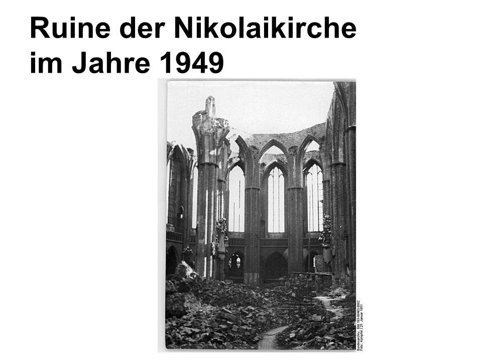 Ruine der Nikolaikirche im Jahre 1949