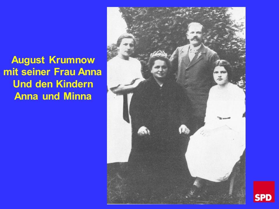 August Krumnow mit seiner Frau Anna Und den Kindern Anna und Minna