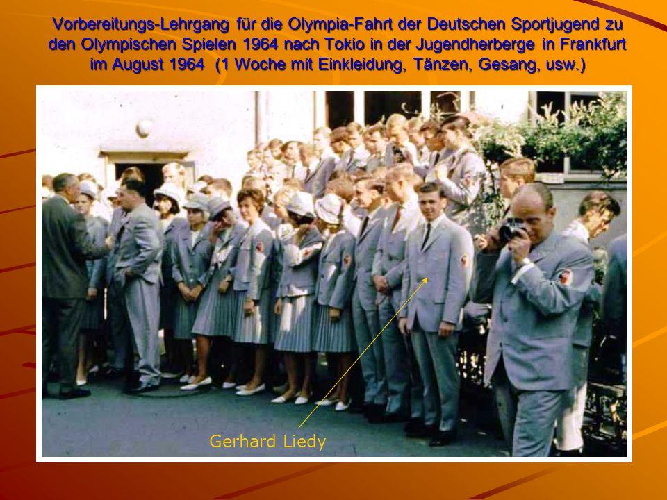 Vorbereitungs-Lehrgang für die Olympia-Fahrt der Deutschen Sportjugend zu den Olympischen Spielen 1964 nach Tokio in der Jugendherberge in Frankfurt im August 1964 (1 Woche mit Einkleidung, Tänzen, Gesang, usw.) Gerhard Liedy