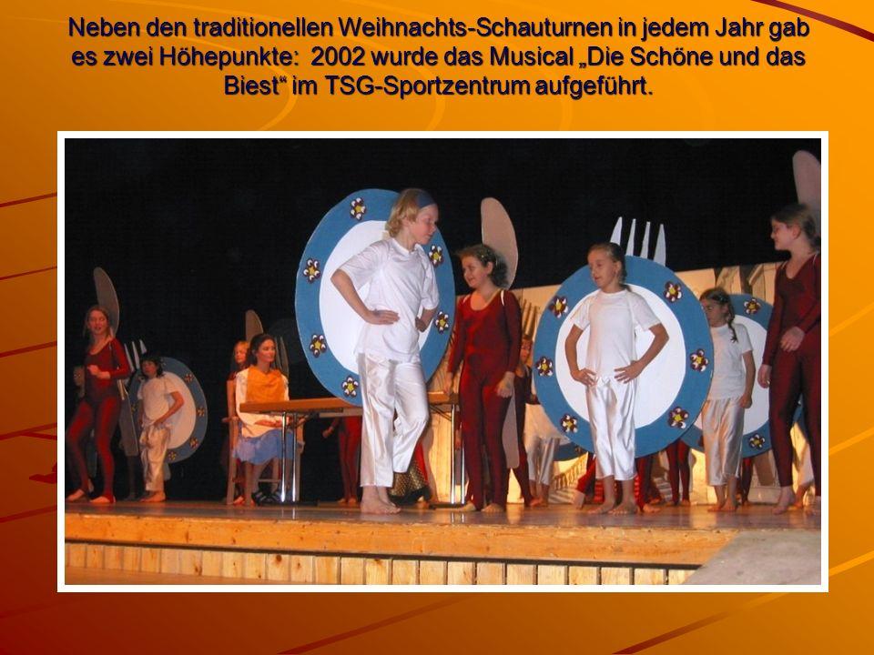 """Neben den traditionellen Weihnachts-Schauturnen in jedem Jahr gab es zwei Höhepunkte: 2002 wurde das Musical """"Die Schöne und das Biest im TSG-Sportzentrum aufgeführt."""