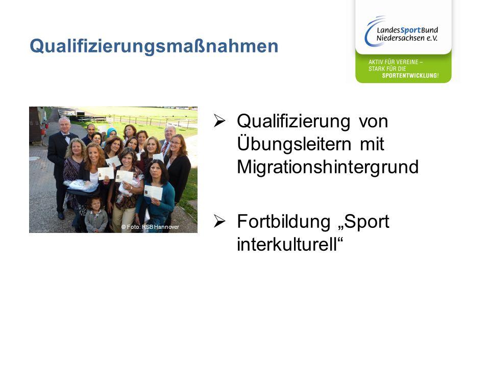 """Qualifizierungsmaßnahmen  Qualifizierung von Übungsleitern mit Migrationshintergrund  Fortbildung """"Sport interkulturell © Foto: RSB Hannover"""
