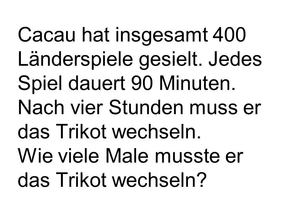 Podolski hat insgesamt 6745 Elfmeter geschossen.2857 mal hat er daneben geschossen.