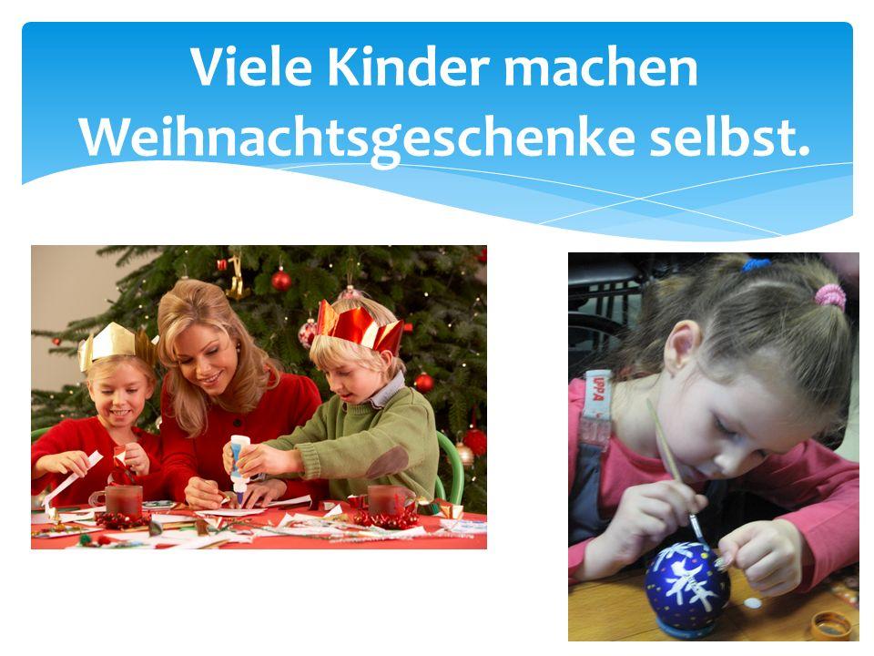 Viele Kinder machen Weihnachtsgeschenke selbst.