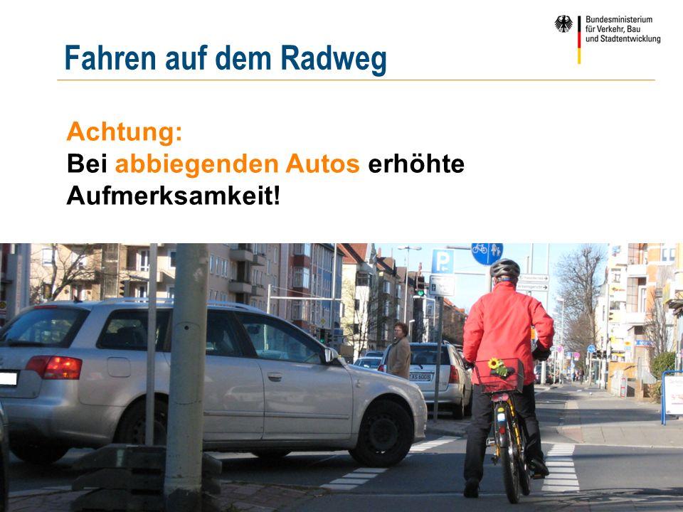 | 20 | pööös Achtung: Bei abbiegenden Autos erhöhte Aufmerksamkeit! Fahren auf dem Radweg
