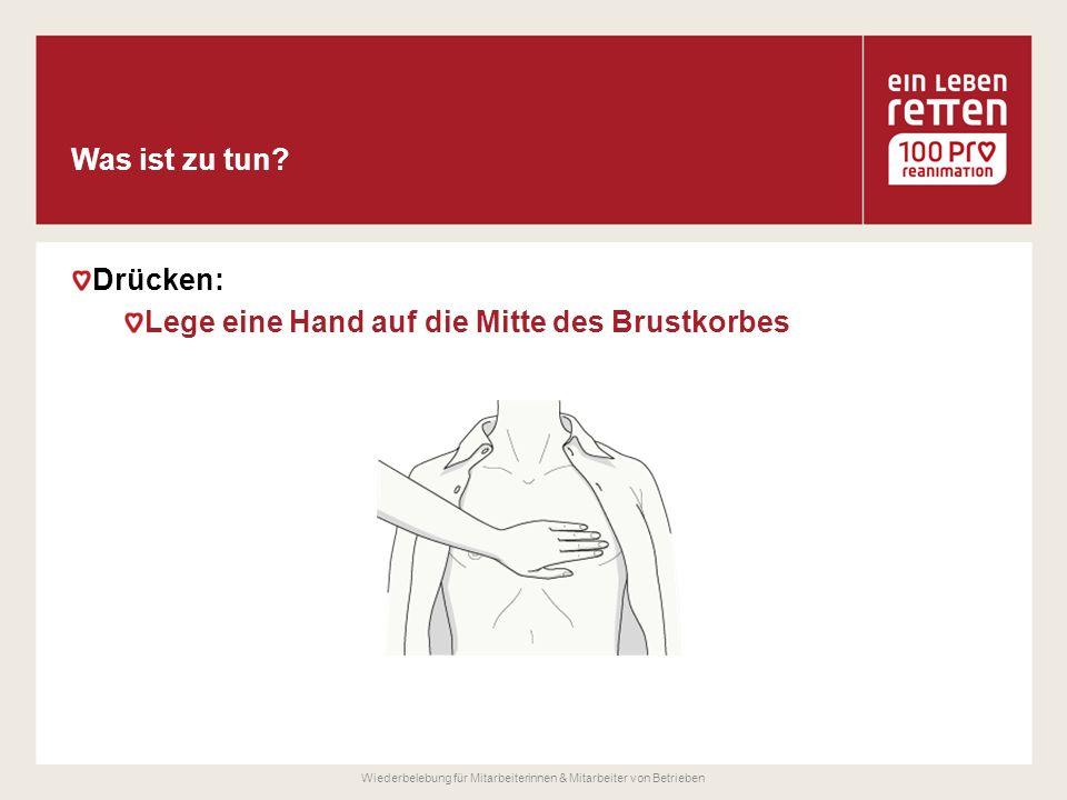 Drücken: Lege eine Hand auf die Mitte des Brustkorbes Wiederbelebung für Mitarbeiterinnen & Mitarbeiter von Betrieben