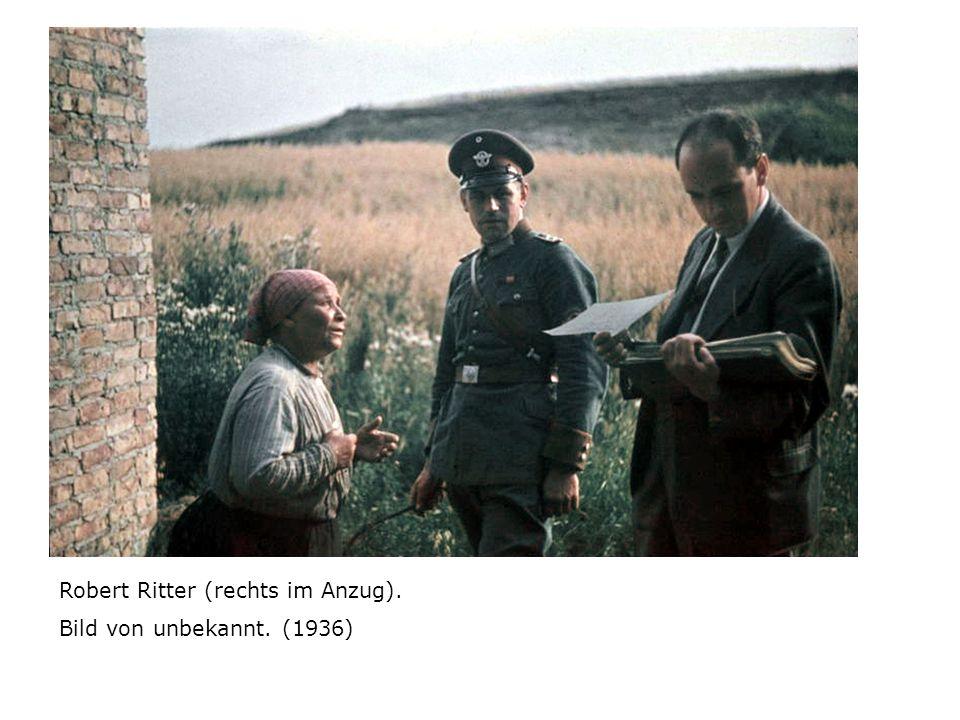 Robert Ritter (rechts im Anzug). Bild von unbekannt. (1936)
