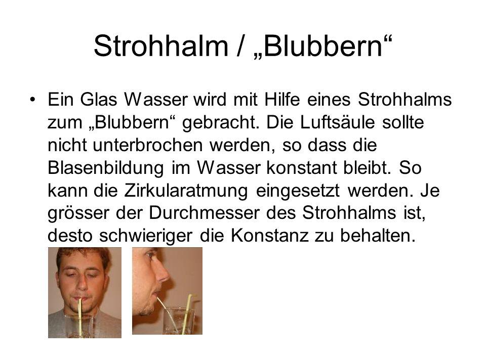 """Strohhalm / """"Blubbern Ein Glas Wasser wird mit Hilfe eines Strohhalms zum """"Blubbern gebracht."""