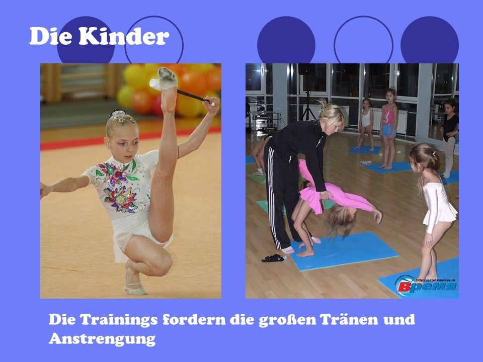 Die Kinder Die Trainings fordern die großen Tränen und Anstrengung