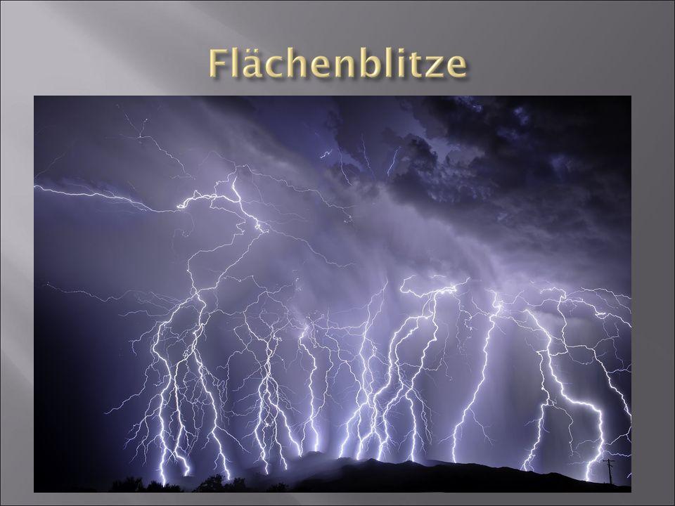  große Anzahl von Verzweigungen  große Fläche vom Himmel eingenommen  Wolken können die Blitze verdecken