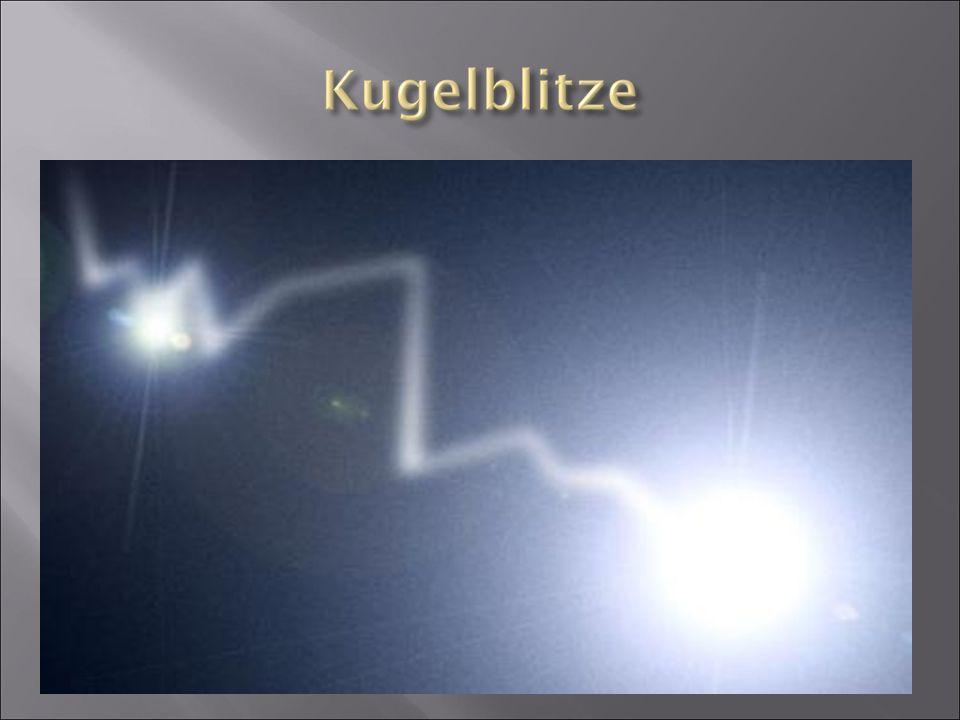  selten zu sehen  kugelförmige Leuchterscheinung  nur von Augenzeugen gesehen  Kann physikalisch nicht wirklich erklärt werden